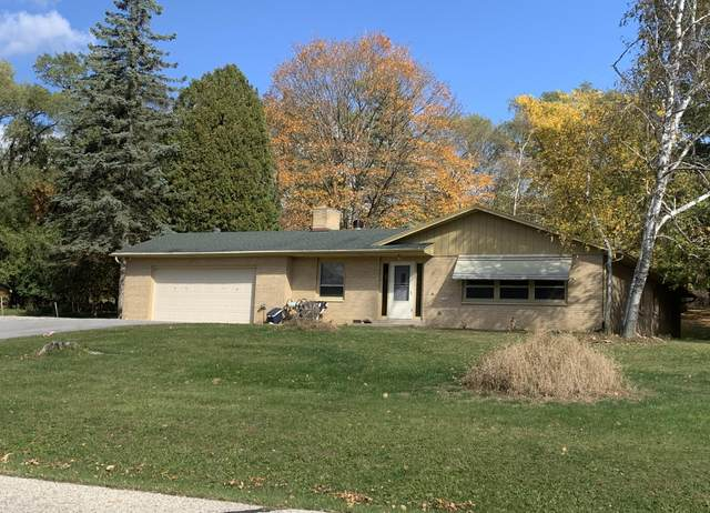 1306 Grandview Ave, Oconomowoc, WI 53066 (#1713804) :: RE/MAX Service First