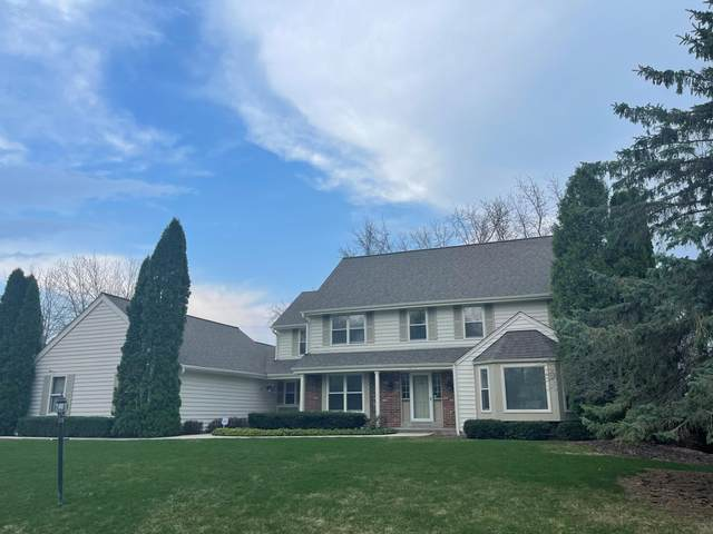 4313 W River Willows Ct, Mequon, WI 53092 (#1730267) :: RE/MAX Service First