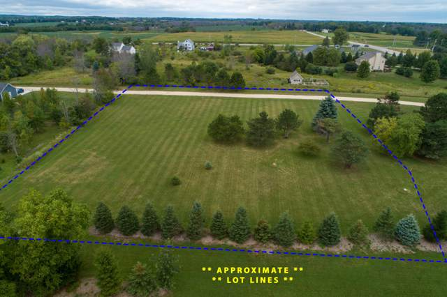 1127 County C, Grafton, WI 53024 (#1631102) :: Tom Didier Real Estate Team