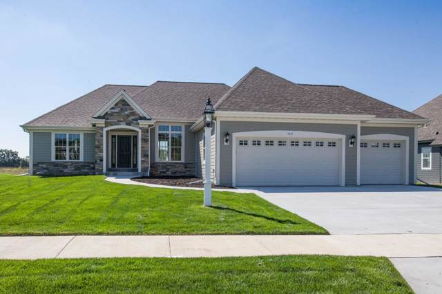 1417 White Deer Trl, Waukesha, WI 53189 (#1651928) :: Tom Didier Real Estate Team