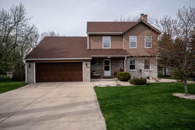 13310 W North Ln, New Berlin, WI 53151 (#1687585) :: RE/MAX Service First Service First Pros
