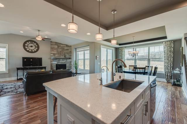 13960 N Fox Tail Ln, Mequon, WI 53097 (#1705205) :: RE/MAX Service First Service First Pros