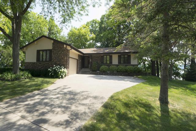 904 Hawks Hollow, Delafield, WI 53018 (#1649153) :: RE/MAX Service First Service First Pros