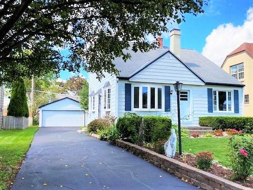 323 N 111th St, Wauwatosa, WI 53226 (#1761965) :: RE/MAX Service First