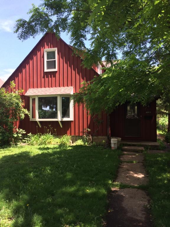 4864 N Navajo Ave, Glendale, WI 53217 (#1534152) :: Vesta Real Estate Advisors LLC