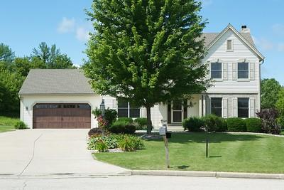 W233N7639 Berrywood Ct., Sussex, WI 53089 (#1540901) :: Vesta Real Estate Advisors LLC