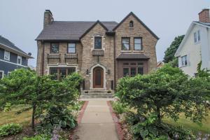 3461 N Hackett Avenue, Milwaukee, WI 53211 (#1541896) :: Vesta Real Estate Advisors LLC