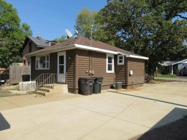813 S 6th St, Silver Lake, WI 53170 (#1551778) :: Vesta Real Estate Advisors LLC
