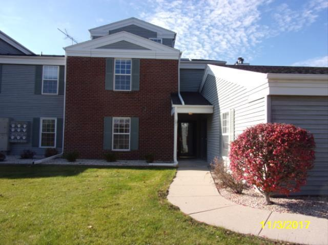 N17W26840 E Fieldhack Dr F, Pewaukee, WI 53072 (#1557729) :: Vesta Real Estate Advisors LLC