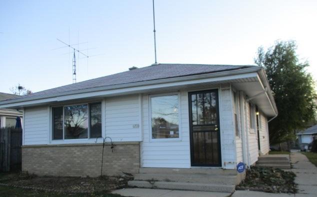 5758 N 96th St, Milwaukee, WI 53225 (#1563845) :: Vesta Real Estate Advisors LLC