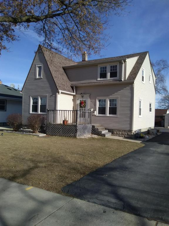 4758 S 25th Street, Milwaukee, WI 53221 (#1563938) :: Tom Didier Real Estate Team