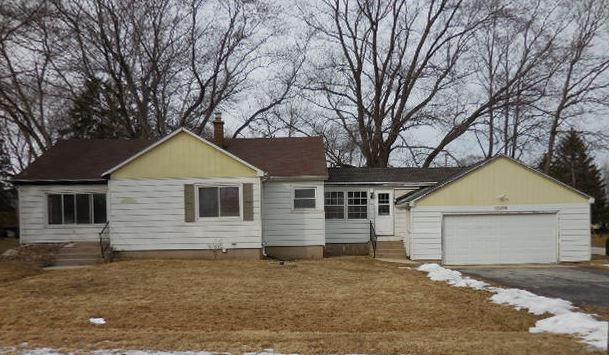1124 E Mackinac Ave, Oak Creek, WI 53154 (#1568235) :: Vesta Real Estate Advisors LLC