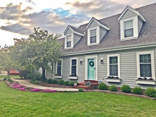 218 W Trillium, Mequon, WI 53092 (#1570652) :: Vesta Real Estate Advisors LLC