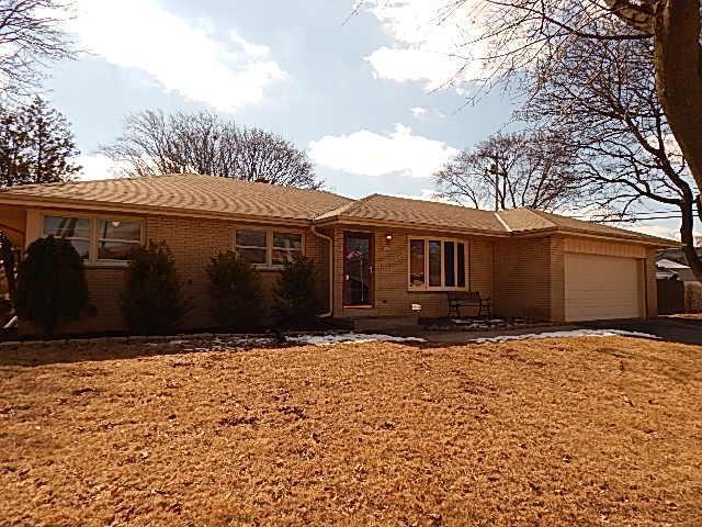 9909 W Fiebrantz Ave, Wauwatosa, WI 53222 (#1571304) :: Vesta Real Estate Advisors LLC