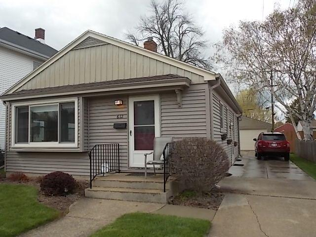612 Augusta St, Racine, WI 53402 (#1571808) :: Vesta Real Estate Advisors LLC