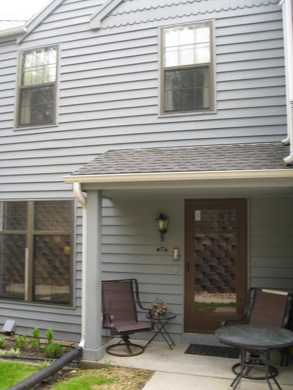 353 Lexington Ct D, Pewaukee, WI 53072 (#1582619) :: Vesta Real Estate Advisors LLC