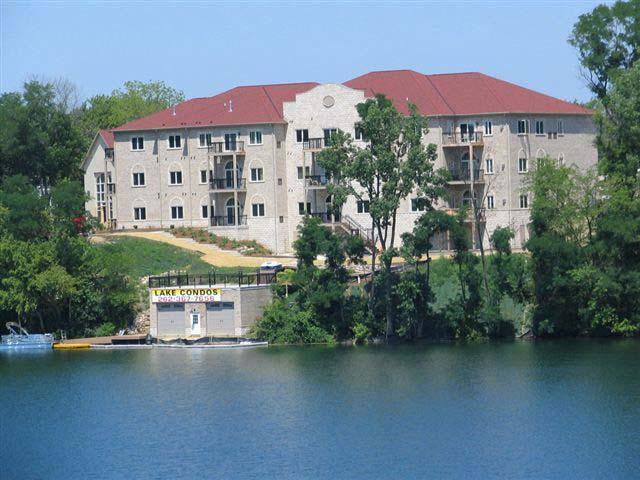 N51W34861 Wisconsin Ave #1115, Oconomowoc, WI 53069 (#1582819) :: Vesta Real Estate Advisors LLC