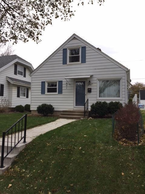 8119 W Lorraine Pl, Milwaukee, WI 53222 (#1582853) :: Vesta Real Estate Advisors LLC