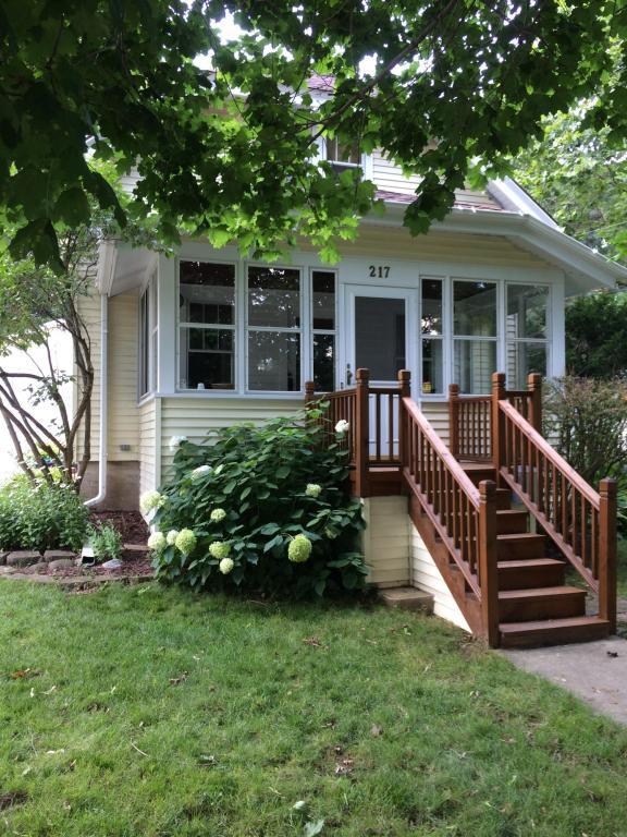 217 North Ave, Hartland, WI 53029 (#1597721) :: RE/MAX Service First