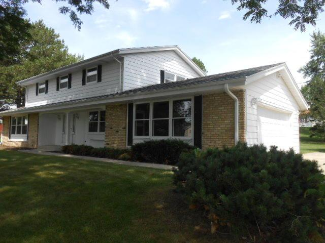 17510 Sierra Ln, Brookfield, WI 53045 (#1598274) :: Tom Didier Real Estate Team