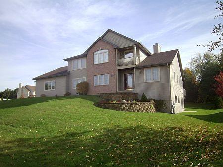 4921 Pinetree Cir, Caledonia, WI 53402 (#1613391) :: Tom Didier Real Estate Team