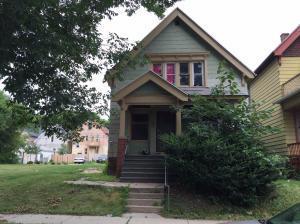 2847 N 33rd, Milwaukee, WI 53210 (#1617193) :: Tom Didier Real Estate Team