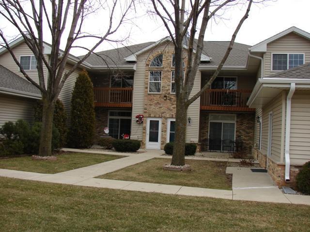 6228 S Creekside Dr #9, Cudahy, WI 53110 (#1617840) :: Tom Didier Real Estate Team