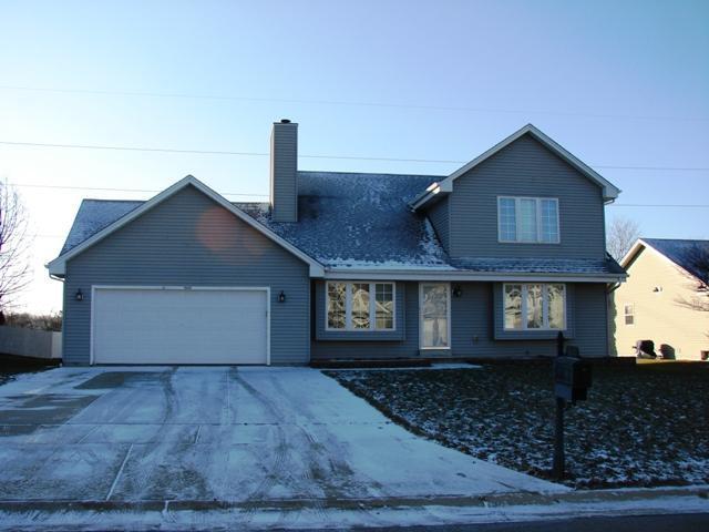 561 E Randy Rd, Oak Creek, WI 53154 (#1618054) :: Tom Didier Real Estate Team