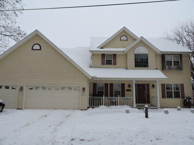 N39W27399 Hillside Grove Rd, Pewaukee, WI 53072 (#1620518) :: Vesta Real Estate Advisors LLC