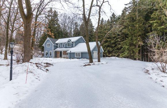 N10W31766 Phyllis Pkwy, Delafield, WI 53018 (#1622247) :: RE/MAX Service First