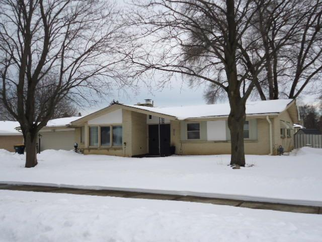 311 E Wynbrook Dr, Oak Creek, WI 53154 (#1623052) :: eXp Realty LLC