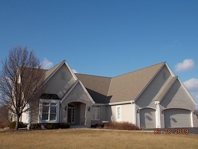 384 Prairie Grass Ct, Hartland, WI 53029 (#1627020) :: RE/MAX Service First Service First Pros