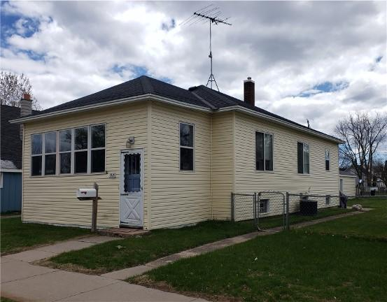 1515 Carney Blvd, Marinette, WI 54143 (#1636319) :: RE/MAX Service First Service First Pros