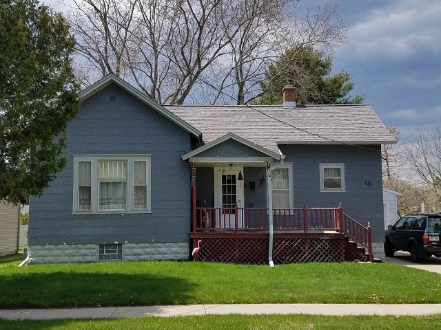 121 Mill St, Marinette, WI 54143 (#1637781) :: RE/MAX Service First Service First Pros