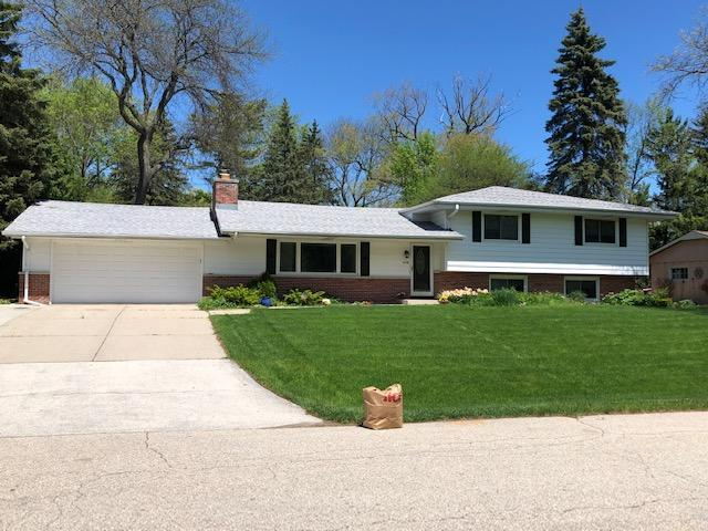 2140 W Skyline, Glendale, WI 53209 (#1639005) :: RE/MAX Service First