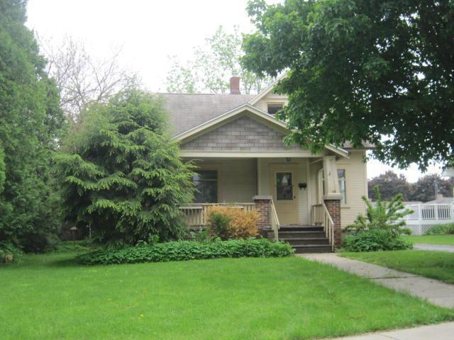 409 Orchard St, Burlington, WI 53105 (#1642922) :: Tom Didier Real Estate Team