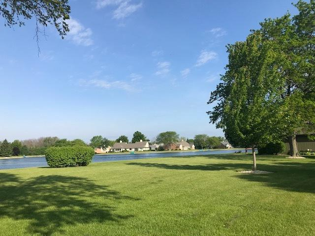 2116 W Norfolk Ct, Mequon, WI 53092 (#1643232) :: Tom Didier Real Estate Team