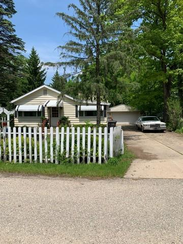 W4090 Woodland Dr, Lake Geneva, WI 53147 (#1644090) :: RE/MAX Service First Service First Pros