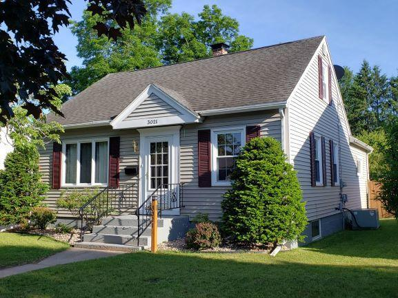 3021 Parkridge Ave, Marinette, WI 54143 (#1646008) :: RE/MAX Service First Service First Pros