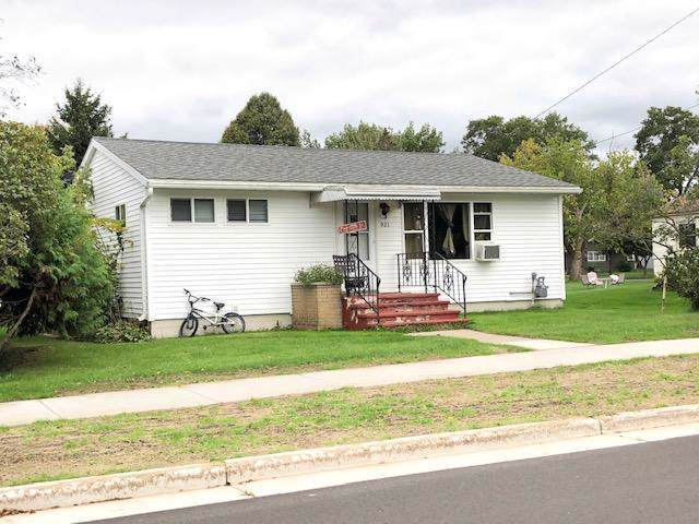 921 Gladstone, Marinette, WI 54143 (#1662550) :: eXp Realty LLC