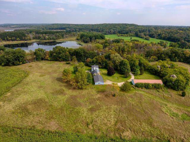 5696 Monches Rd, Erin, WI 53017 (#1664233) :: Keller Williams Momentum