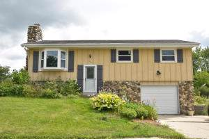 919 Clear View Dr, West Bend, WI 53090 (#1664821) :: RE/MAX Service First Service First Pros