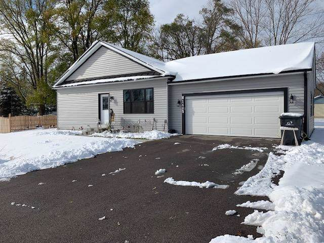 N1485 Chicago Dr, Bloomfield, WI 53128 (#1666365) :: Keller Williams Momentum