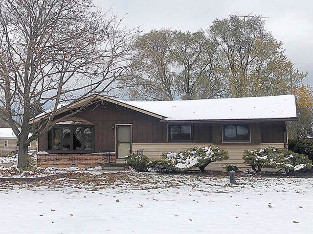 1221 93rd Ave, Somers, WI 53144 (#1666437) :: Keller Williams Momentum
