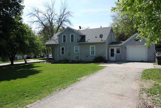 330 S Summit St, Whitewater, WI 53190 (#1667712) :: RE/MAX Service First Service First Pros