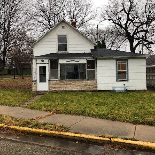 306 Jones Ave, Fort Atkinson, WI 53538 (#1668388) :: RE/MAX Service First Service First Pros