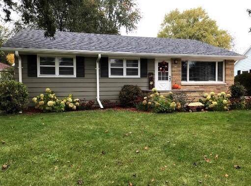 548 Park Ave, Burlington, WI 53105 (#1668766) :: RE/MAX Service First Service First Pros