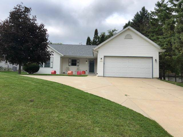 4543 S 113th St, Greenfield, WI 53228 (#1669997) :: Keller Williams Realty - Milwaukee Southwest