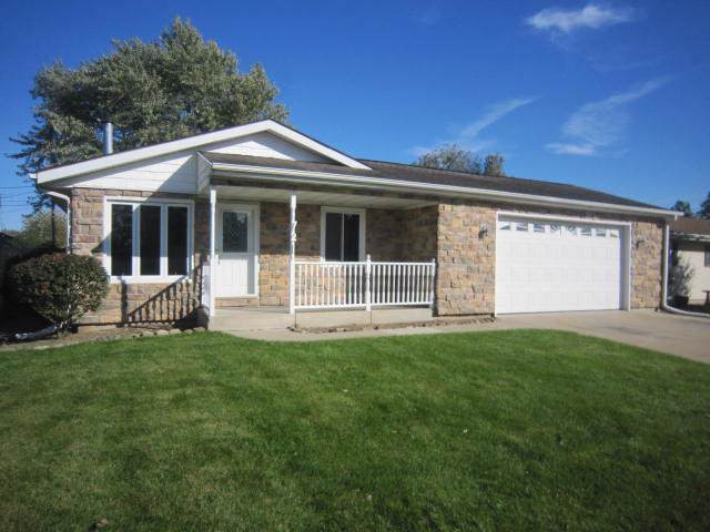 721 High St, Union Grove, WI 53182 (#1670353) :: RE/MAX Service First Service First Pros