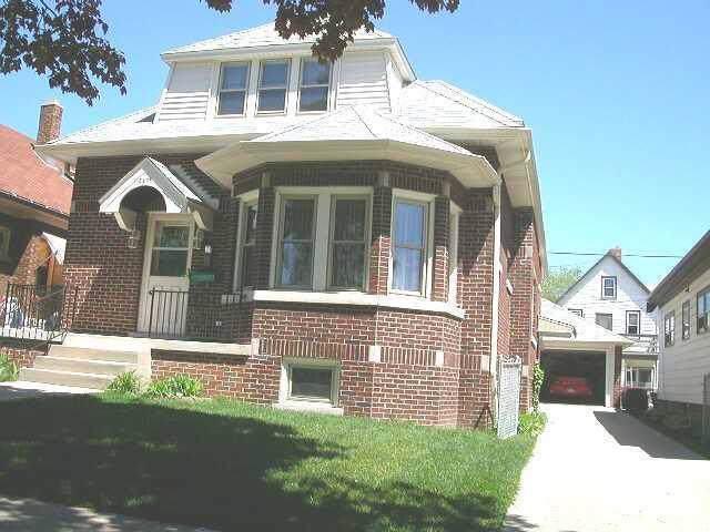 2478 S 16th Street, Milwaukee, WI 53215 (#1670657) :: Keller Williams Realty - Milwaukee Southwest